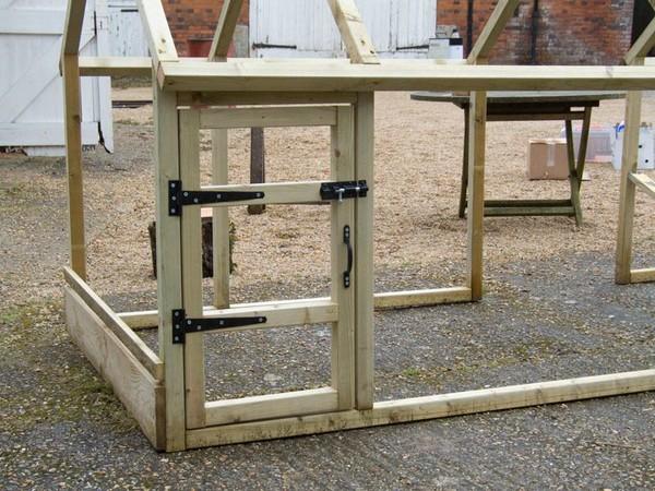 cage exterieur pour poule. Black Bedroom Furniture Sets. Home Design Ideas